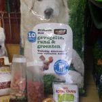 over-n'djoy-verzorgingspakket-maand-hond-voer-koekjes-speelgoed-voor-hulp-aan-honden-en-hun-baasjes-omgeving-cuijk
