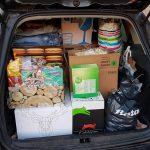 dierenpakketten-kerstpakketten-auto-vol-baasjes-ndjoy-hulp-aan-honden-brabant