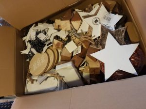 xenos-donatie-kerstartikelen-2017-ndjoy-hulp-honden-baasjes