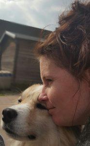 esmeralda-vrijwilliger-ndjoy-hulp-honden-baasjes-hond