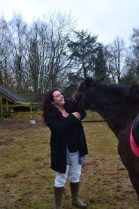 miranda-melis-vrijwilliger-ndjoy-hulp-honden-baasjes-met-paard