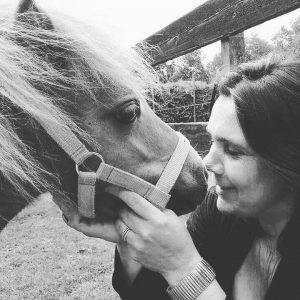 miranda-melis-vrijwilliger-ndjoy-hulp-honden-baasjes-paard