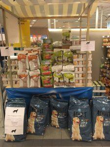 2018-09-voerinzamelactie-ah-albert-heijn-cuijk-ndjoy-hulp-honden-baasjes-grandioze-voerinzameling-bij-ah-cuijk