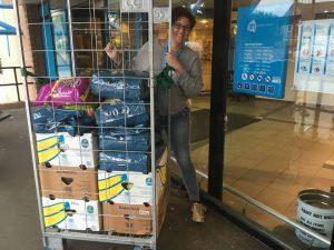 2018-09-voerinzameling-ah-albert-heijn-cuijk-ndjoy-hulp-honden-kim-de-bruijni