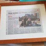 ndjoy-cadeau-vrijwilliger-ingelijst-krantenartikel-hulp-honden-baasjes2