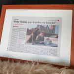 ndjoy-cadeau-vrijwilliger-ingelijst-krantenartikel-hulp-honden-baasjes3